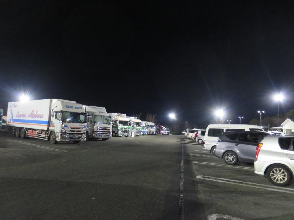 トラックエリアと乗用車エリアは接近しています