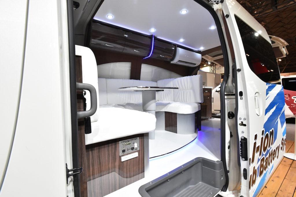 豊富に家電が使えるNV350キャラバン。リチウムイオンバッテリー 搭載車